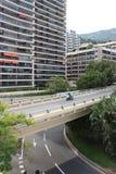 Motorrad, das auf einer Brücke läuft Stockfotos