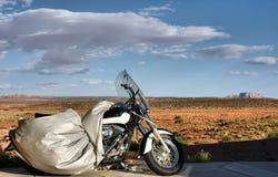 Motorrad, das für seinen Reiter, Arizona, USA erwartet Lizenzfreies Stockfoto