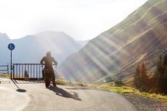 Motorrad in den österreichischen Alpen Stockbild