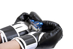 Motorrad in den Händen des Boxers Stockbilder