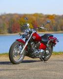 Motorrad draußen Lizenzfreies Stockbild