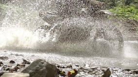 Motorrad-Fahrten auf das Wasser Langsame Bewegung stock video footage