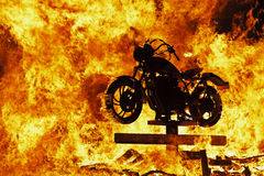 Motorrad im Feuer Stockfotografie