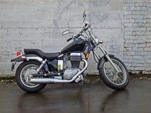 Motorrad im Regen Lizenzfreies Stockbild