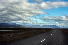 Motorrad in Island-Straße lizenzfreies stockfoto