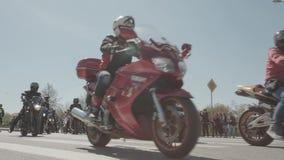 Motorrad-Jahreszeitöffnungsparade mit Tausenden Teilnehmern bildschirm stock footage