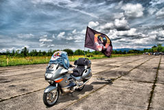 Motorrad mit Flagge Lizenzfreies Stockbild