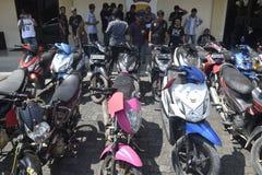 Motorraddiebstahl- und -raubfestnahmen in Semarang Lizenzfreie Stockfotos