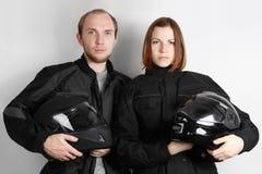 Motorradfahrer bemannen und Frau im Studio Stockfoto