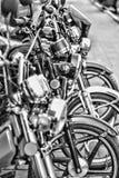 Motorradhändler-Shoplinie einiger Sportradfahrersalon Ti lizenzfreies stockfoto