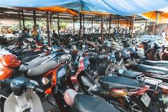 Motorradparken in Vietnam lizenzfreie stockfotos