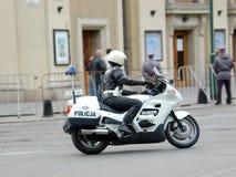 Motorradpolizei patrouilliert Stockbild
