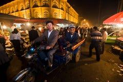 Motorradrollen auf den Straßen von Kashgar Lizenzfreie Stockfotos