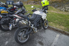 Motorradsitzung an fredriksten Festung, Triumphtiger 1050 Stockbild