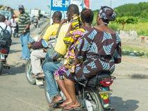 Motorradtaxi in Benin Lizenzfreie Stockfotos