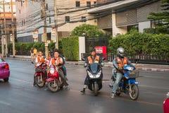 Motorradtaxiservice in Bangkok Lizenzfreie Stockfotos