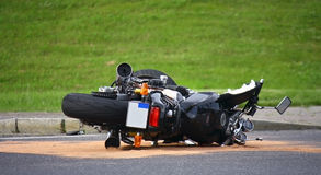Motorradunfall auf der Straße Lizenzfreies Stockbild