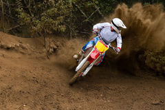 Motorras die Motorcross drijven Stock Afbeeldingen