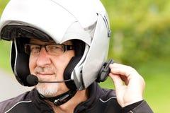 Motorrijder met hoofdtelefoon Stock Foto's