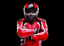 Motorrijder in rood materiaal Stock Foto's