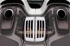 Motorrum, lufthål, avgasrör av den exotiska toppna sportbilen Po Royaltyfria Bilder