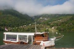 Motorschiff in Fluss Drina Lizenzfreies Stockfoto