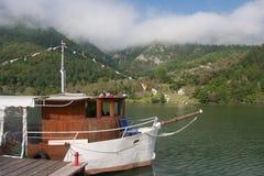 Motorschiff in Fluss Drina Lizenzfreie Stockbilder