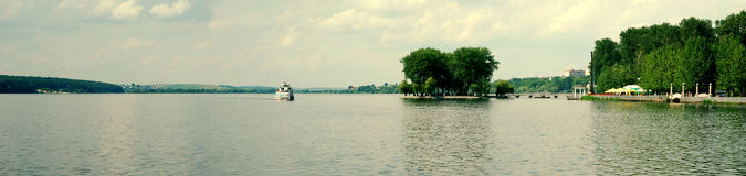 Motorship nos lagos 2 Imagem de Stock Royalty Free