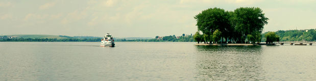 Motorship nos lagos Imagens de Stock