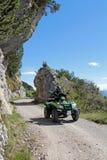 Motorsport - con il ATV nelle montagne Fotografia Stock