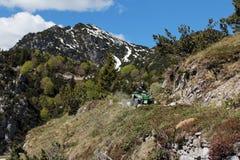Motorsport - met ATV in de bergen Royalty-vrije Stock Afbeeldingen
