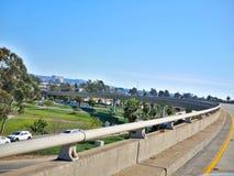 Motorvägplanskild korsning på den Kalifornien kusten Royaltyfria Bilder