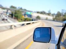 Motorvägplanskild korsning på den Kalifornien kusten Arkivbild