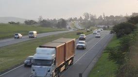 Motorvägväg- och för bilTimelapse N2 väg Sydafrika lager videofilmer