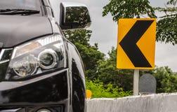 Motorway för vänster sida för bilkörning arkivfoto