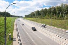 Motorway nära den Novosibirsk staden fotografering för bildbyråer