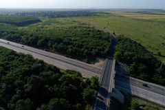 Motorway som ses fr?n ?ver royaltyfri bild