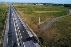 Motorway som ses fr?n ?ver arkivbild