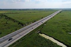 Motorway som ses fr?n ?ver arkivfoto