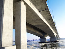 Motorwayen A1 överbryggar över Riven Royaltyfri Foto