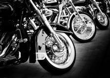 Motos dans une ligne Photographie stock libre de droits