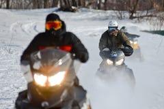 Motos de nieve en el sprint 2014 del invierno de la competencia Fotos de archivo libres de regalías