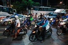 Motos en cruces en la noche en Tailandia Fotos de archivo