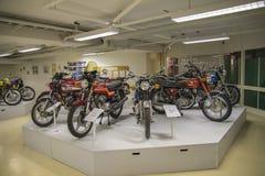 Motos exhibées au podium image libre de droits
