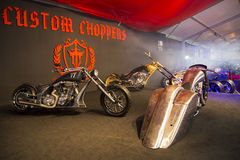 Motos faites sur commande de couperets de TTT sur l'affichage à l'expo de motobike de l'Eurasie, expo du CNR Images stock