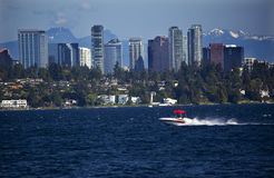 Motoscafo di Washington del lago skyline di Bellevue Immagine Stock