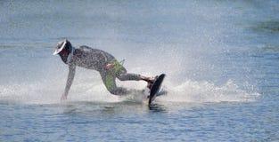 Motosurf-Konkurrent, der Ecke mit Geschwindigkeit nimmt stockbilder