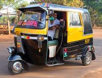 Mototaxi o tuk-tuk auto indio del carrito Fotografía de archivo