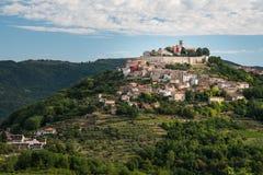 Motovun a cidade pequena das trufas e da videira no coração do istria fotografia de stock royalty free