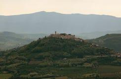 Motovun est un petit village dans Istria central Photos stock